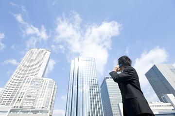 日常の業務で活用するならガラケーとスマホではどちらが使いやすい?